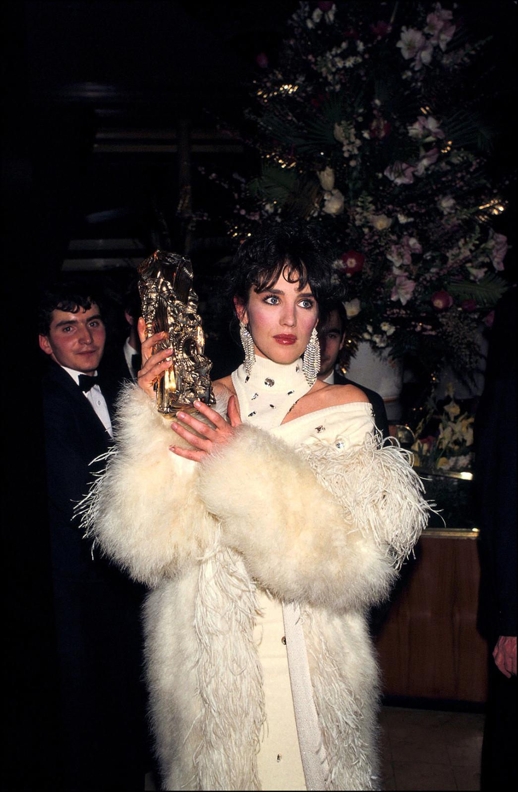 Isabelle Adjani at the 1984 Césars ceremony. She is wearing a one-off white marabou and ostrich feather Chantal Thomass coat, autumn-winte