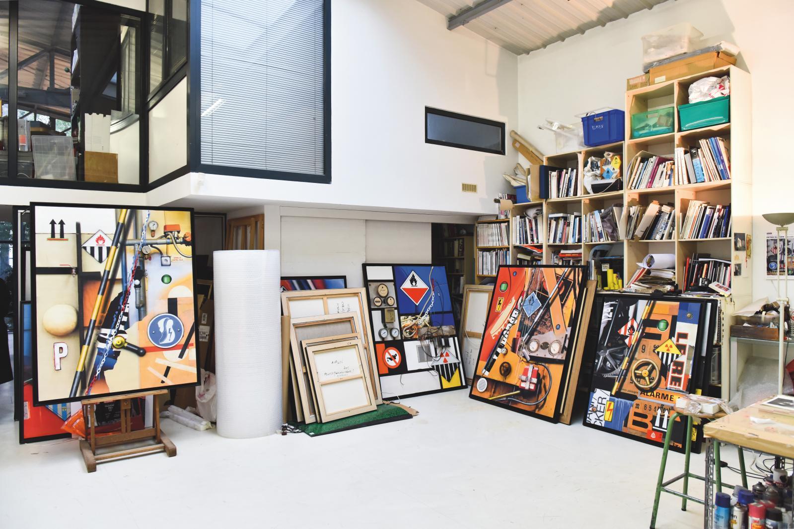 L'atelier de Peter Klasen à Vincennes.