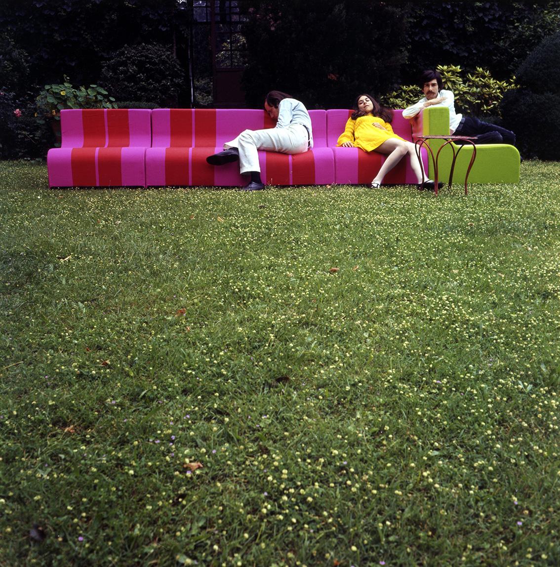 Sofo sofa and armchair, Poltronova, 1967–1968, Adolfo Natalini, Cristiano and Isabella Toraldo di Francia Villa Mercedes, 1968. Photograph