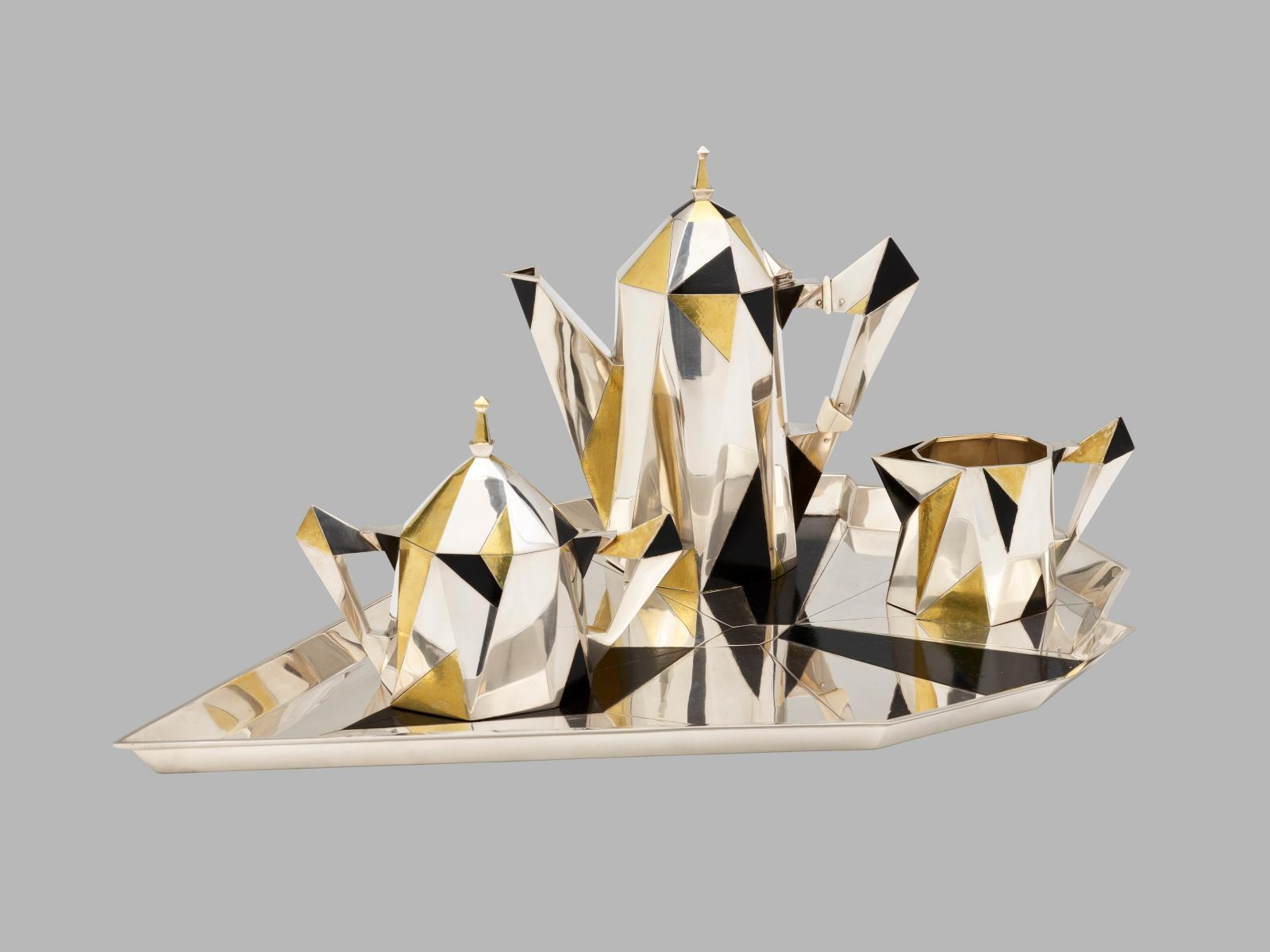 Erik Magnussen, Gorham Manufacturing Compagny, Service à café cubique, 1927, argent, dorure et ivoire, 24,1x54,6x34cm, Providence, Rh