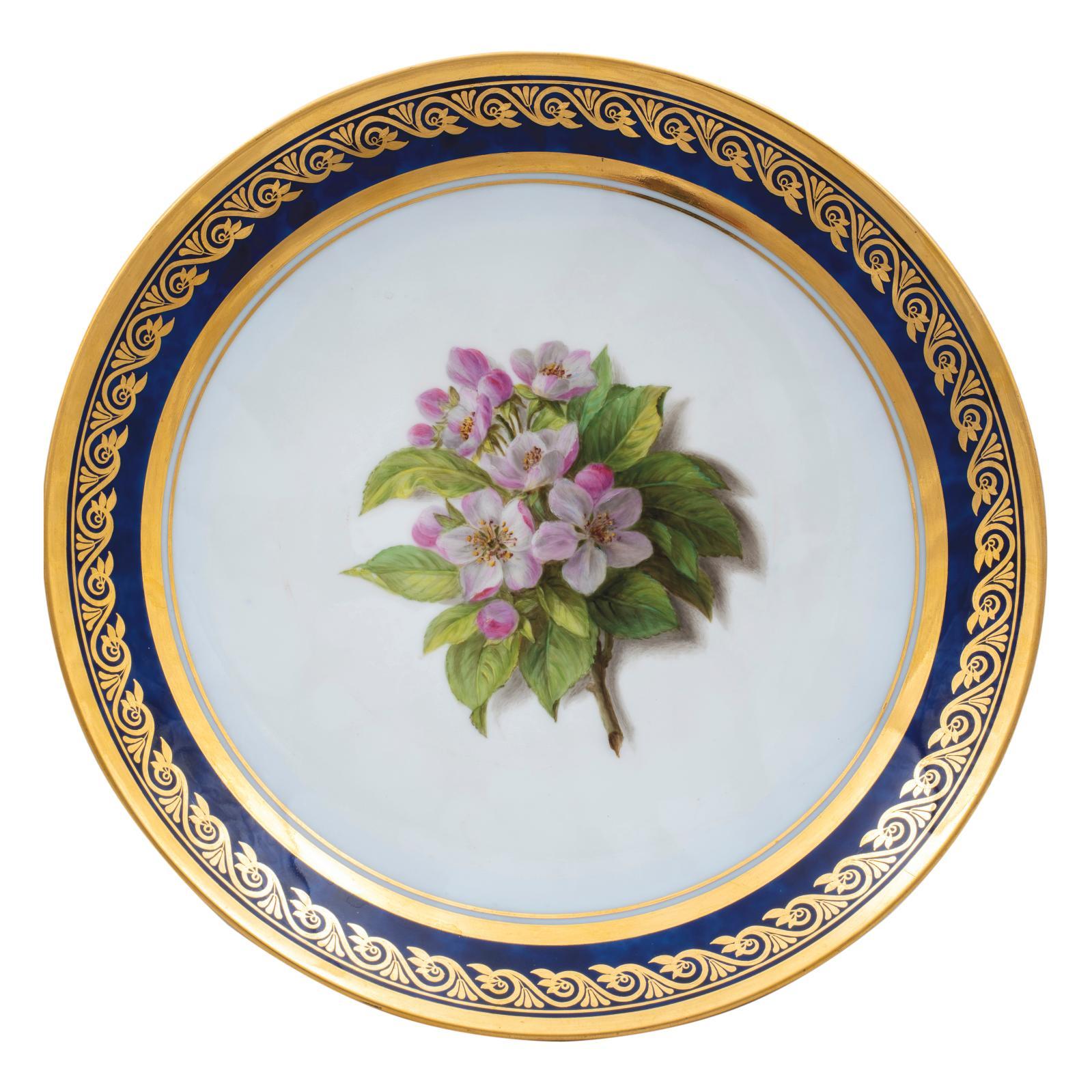 Manufacture royale de Sèvres, époqueCharles X, 1825-1826. 46 assiettes en porcelaine dure du service de la duchesse de Berry à décor poly