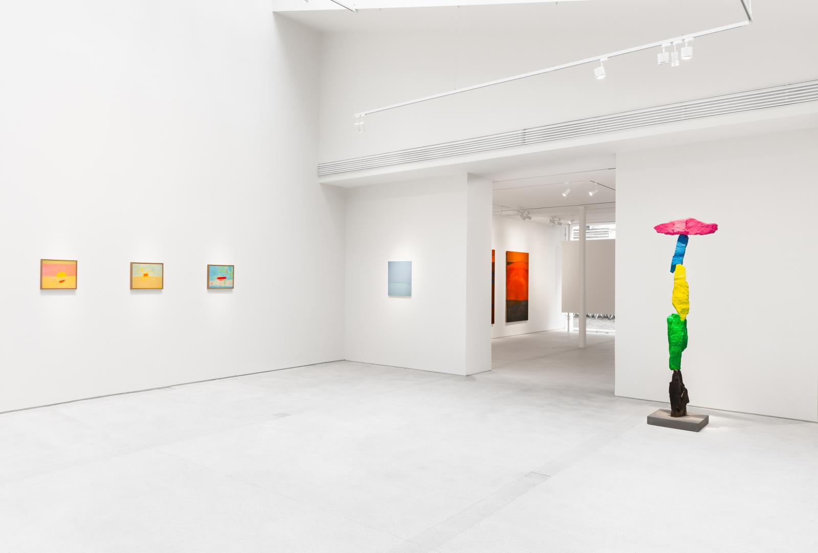 "Installation view, ""Horizons"", curated by Etel Adnan, Lévy Gorvy Paris, 2021.From left to right: Etel Adnan, Horizon 4, Horizon 5 and Hori"