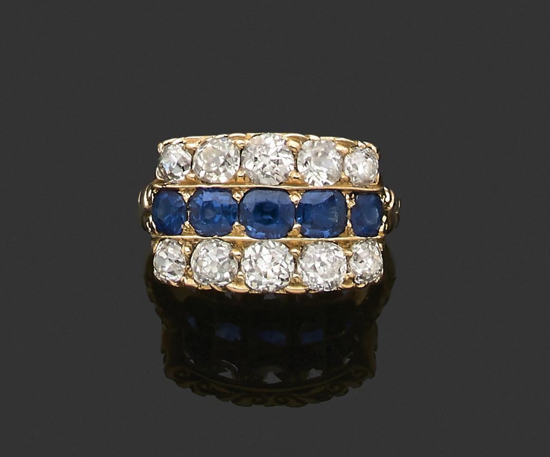 4160€Bague «diamants». Fin XIXe. Saphirs, bague épaulée de deux lignes de diamants, or, 18ct, 750millièmes. Neuilly-sur-Seine, 11ju
