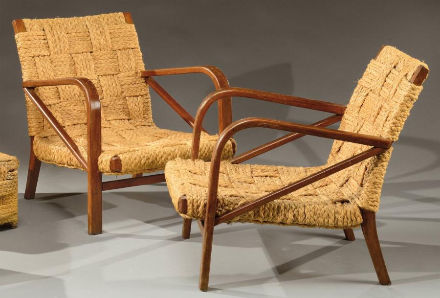893€ Adrien Audoux & Frida Minnet (XXesiècle), paire de fauteuils, vers 1950, chêne teinté, rotin, 66x60x75cm. Lyon, 12juin 2014.