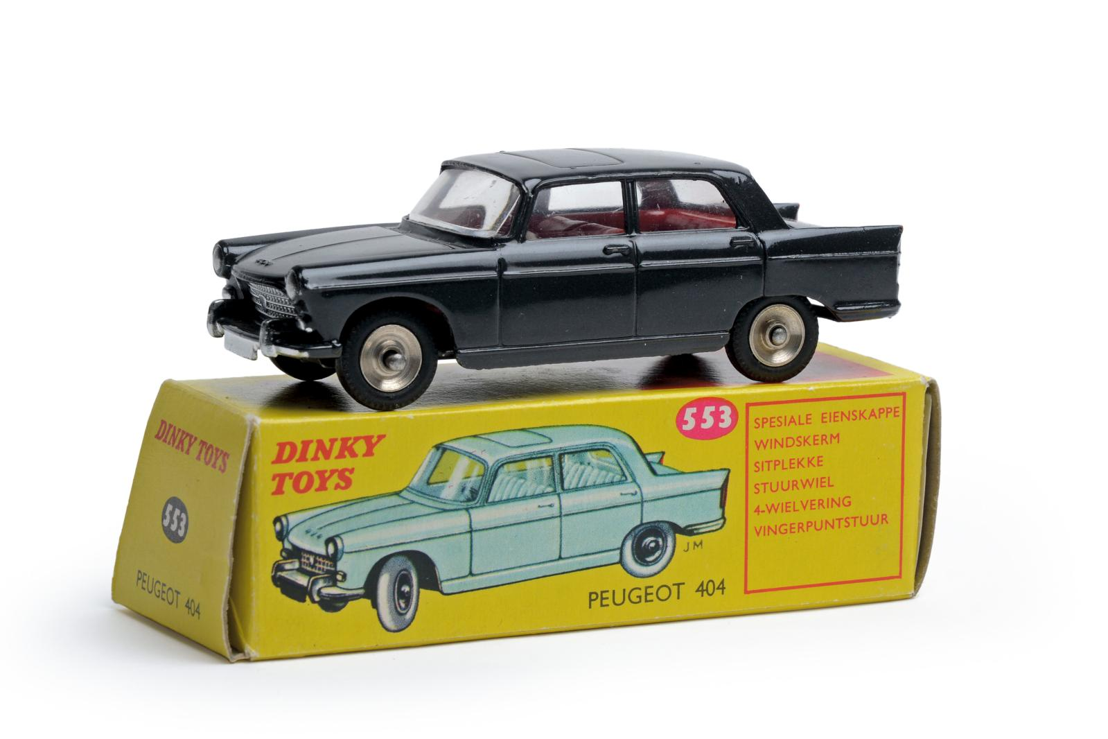 Dinky Toys France, échelle 1/43. Peugeot 404 à toit ouvrant, couleur gris anthracite métallisé, intérieur rouge vif (réf. 553). Chartres,