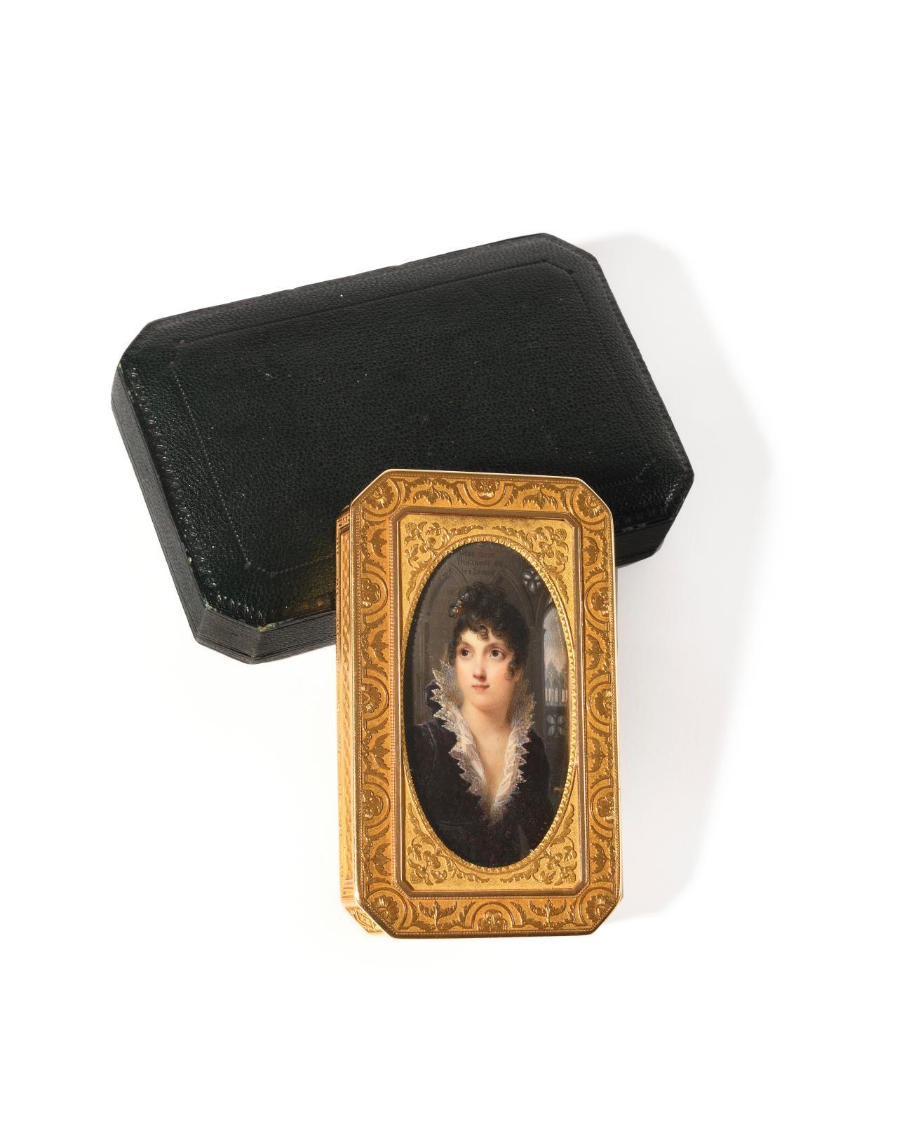 Signée par Jean Baptiste Isabey (1767-1855), qui l'a réalisée vers 1807-1808, cette miniature représente la duchesse de Bassano, vêtue à l