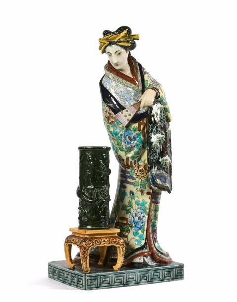26800€ Théodore Deck et Émile Reiber(1826-1894), La Japonaise, groupe en faïence émaillée figurant une Japonaise debout sur un socle, à