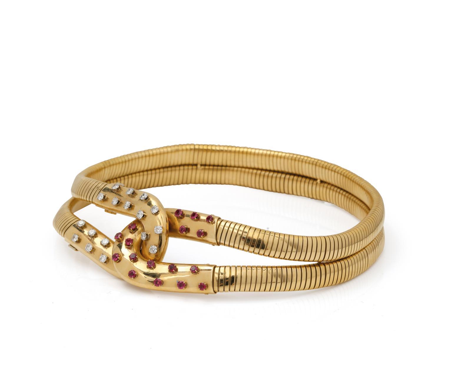 32864€ Van Cleef & Arpels, vers 1946, collier ras de cou «Belle Hélène» en tubogas à double rang en or et nœud mobile orné de diamants e