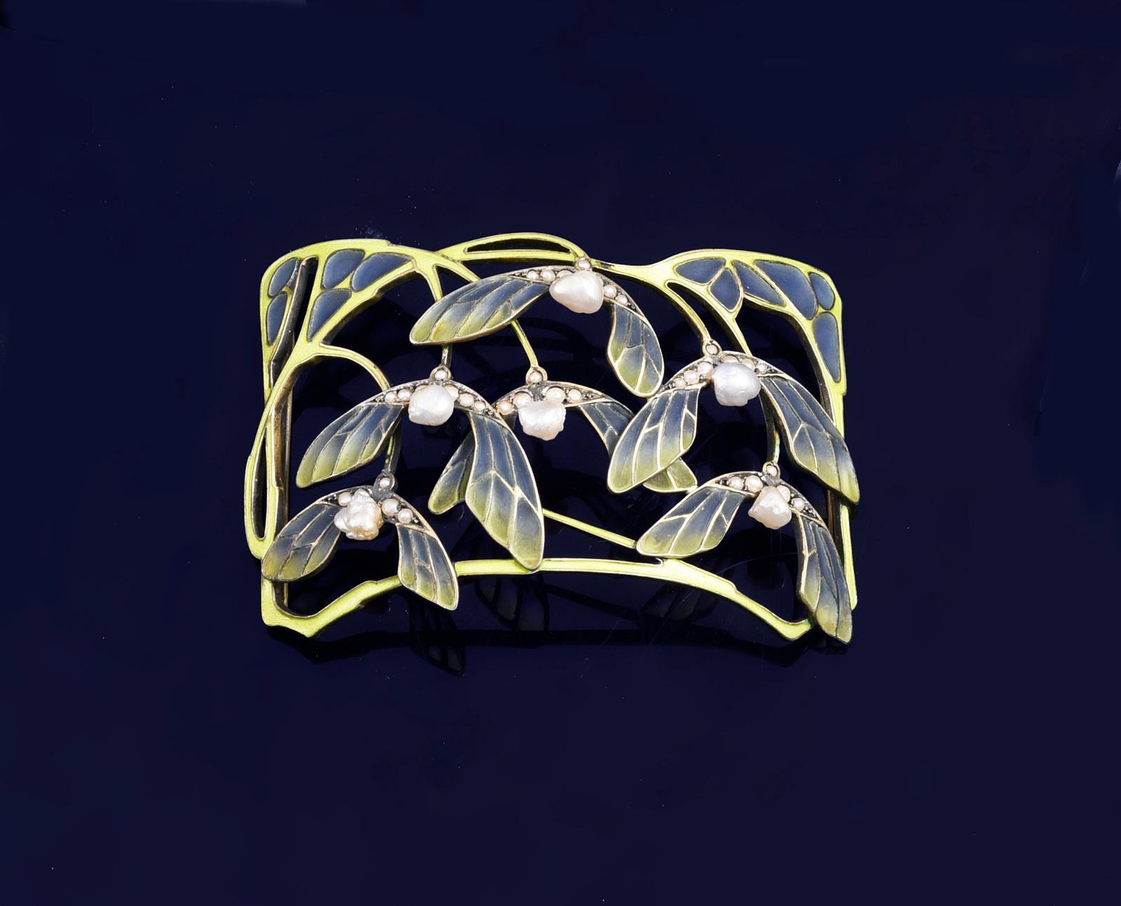 3349 € Levinger & Bissinger, Allemagne, vers 1900, plaque de collier de chien en argent doré à décor de graine de sycomore en émail pliqu