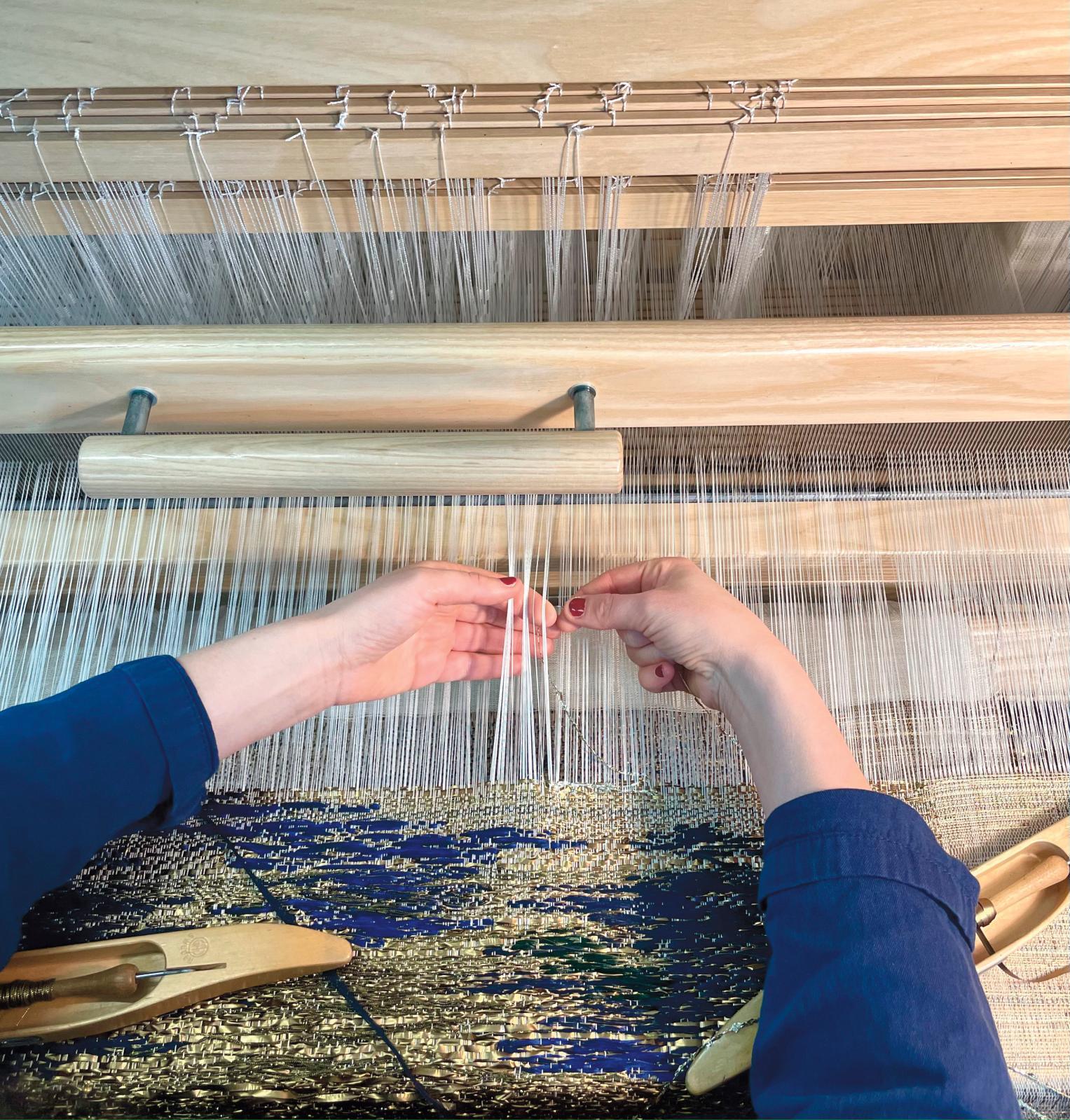 Tissage dans l'atelier d'Aurélia Leblanc. © Atelier Aurélia Leblanc Création Textile
