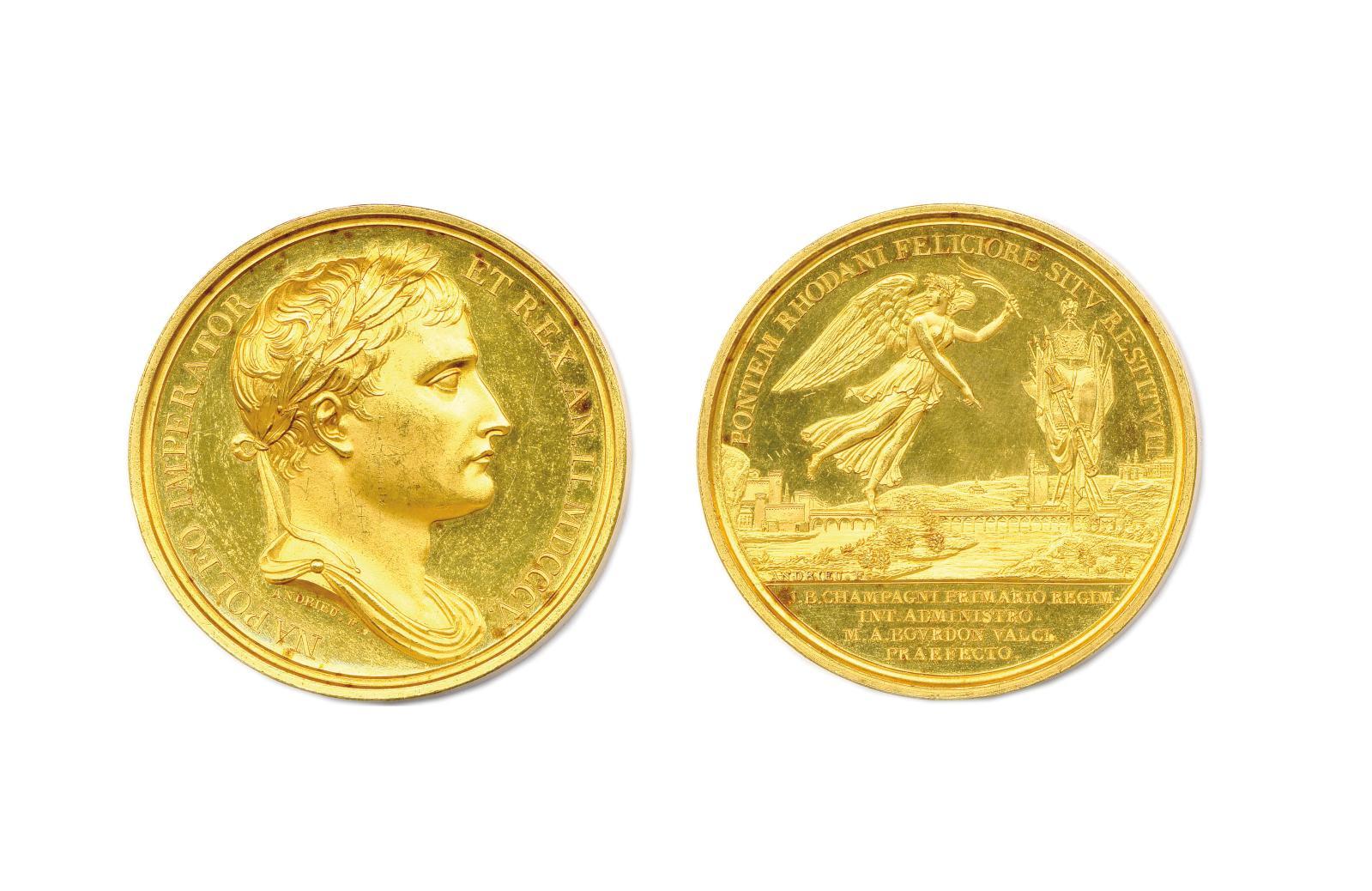 Premier Empire, médaille en or 1805, Napoleo imperator et rex AnII. MDCCCV, buste drapé et lauré de Napoléon Ier, signature «Andrieu, R/.