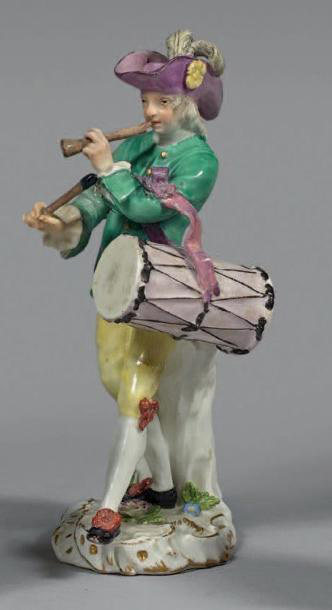 €2,625Peter Reinicke (1715-1768), standing drummer, 18th century, porcelain, h. 14 cm/5.51 in.Drouot, April 27, 2016. Paris, Beaussant Lef