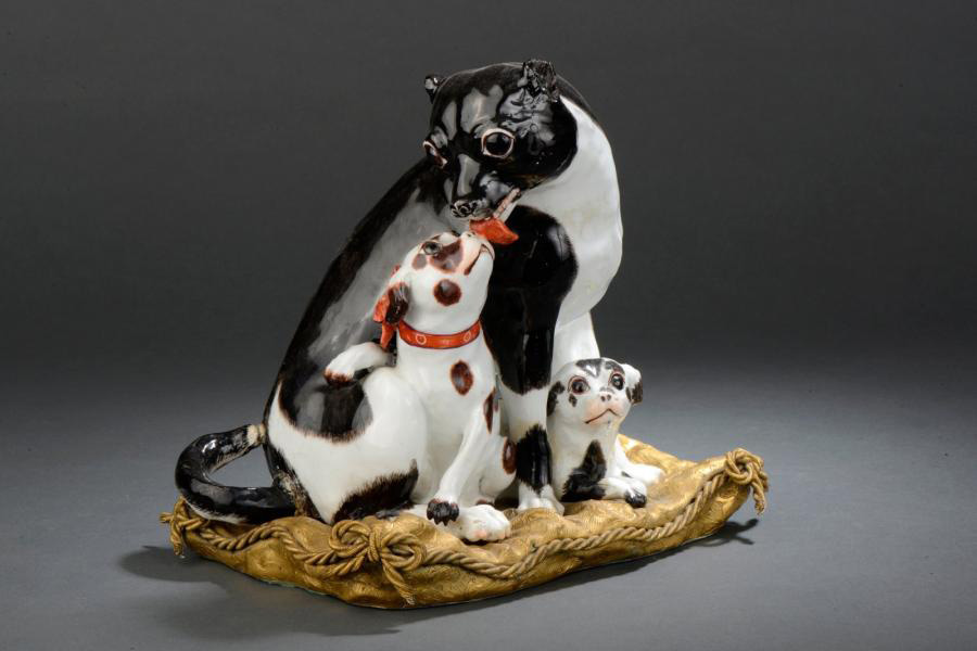 €47,500Danish pedigree dog with two puppies sitting on a gilt bronze cushion, c. 1745, porcelain, 22 x 23 cm/8.66 x 9.05 in.Paris, Drouot,