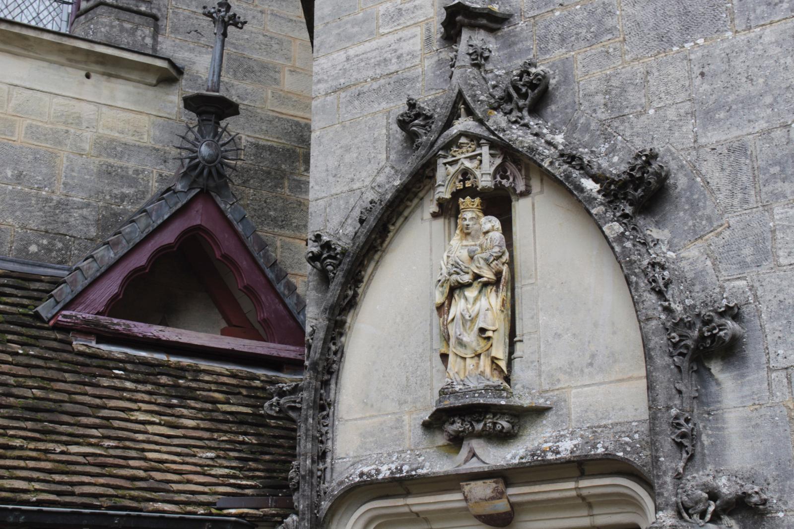 Détail du décor sculpté dans la cour. ©Manuel Desbois