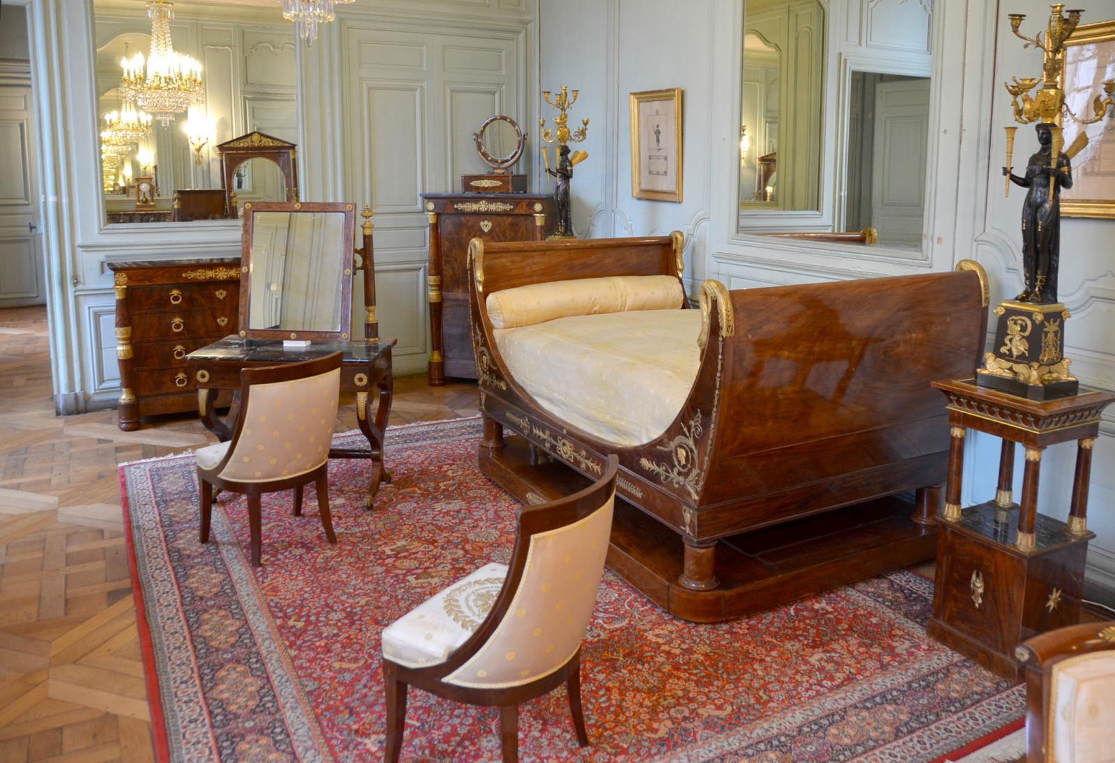 Le mobilier de la chambre du duc de Gaëte au château de Rambouillet.