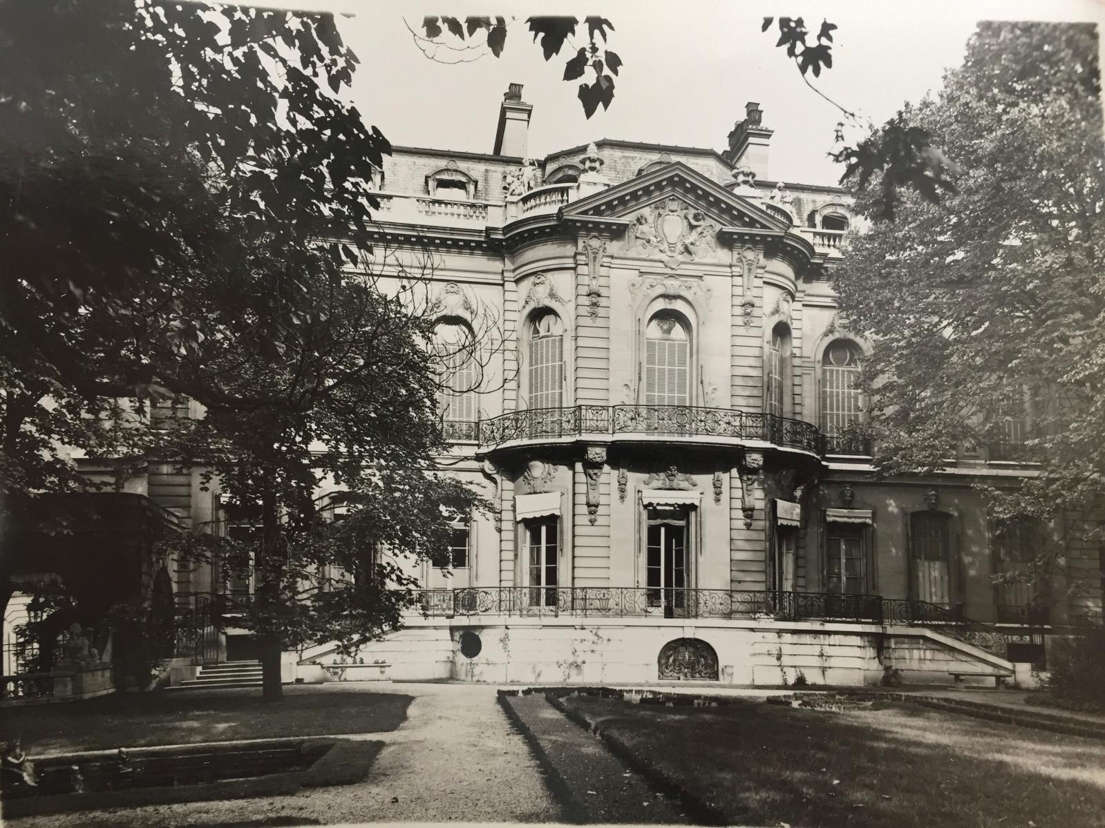 La façade sur jardin de l'hôtel Porgès, d'après les plans les plans d'Ernest Sanson.