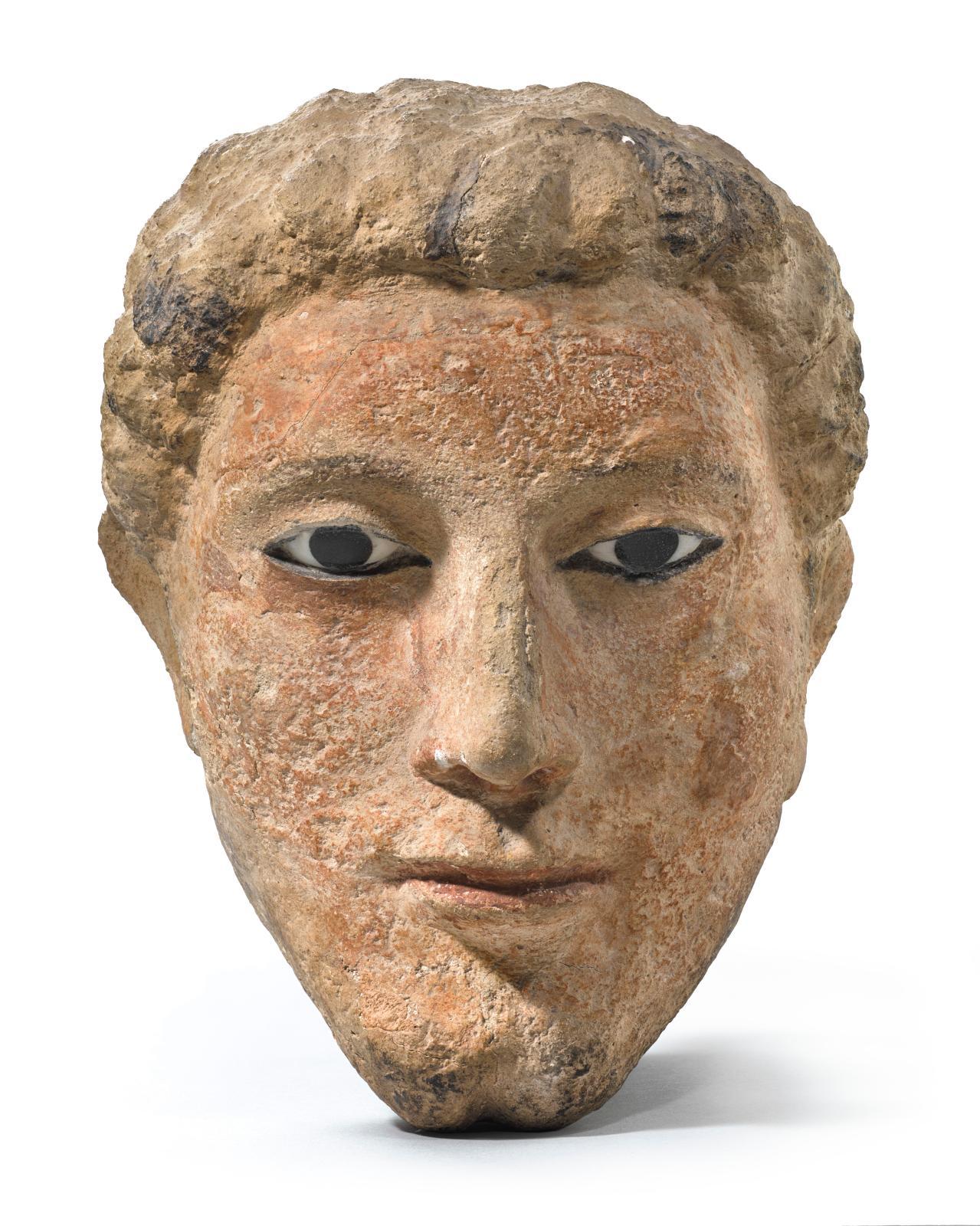 Moyenne Égypte, Masque funéraire masculin, époque romaine, Ier-IIesiècles, stuc peint et incrustation de verre, restes de polychromie, 22