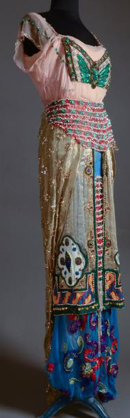 €22,486Jeanne Paquin (1869–1936) in collaboration with Léon Bakst (1866–1924), evening ensemble, summer 1912, silk chiffon, embroidery, gl