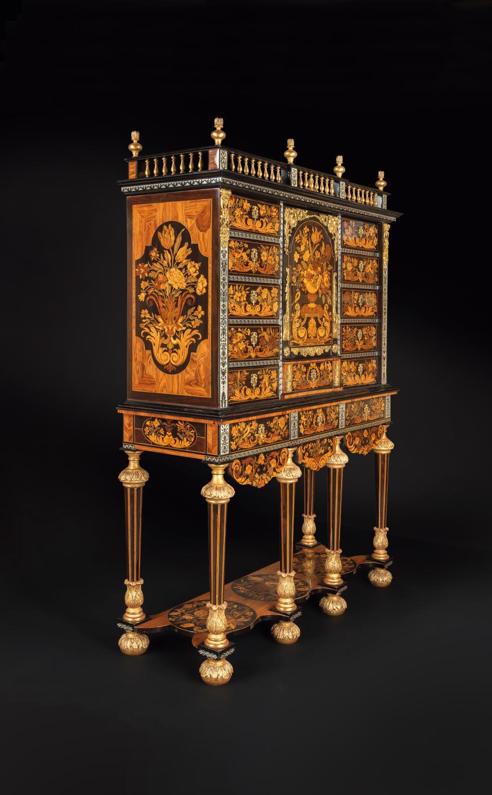 Cabinet en bois teinté, amarante, épine-vinette, padouk et satiné sur fond d'ébène, attribué à André-Charles Boulle(1642-1732), époque Lo