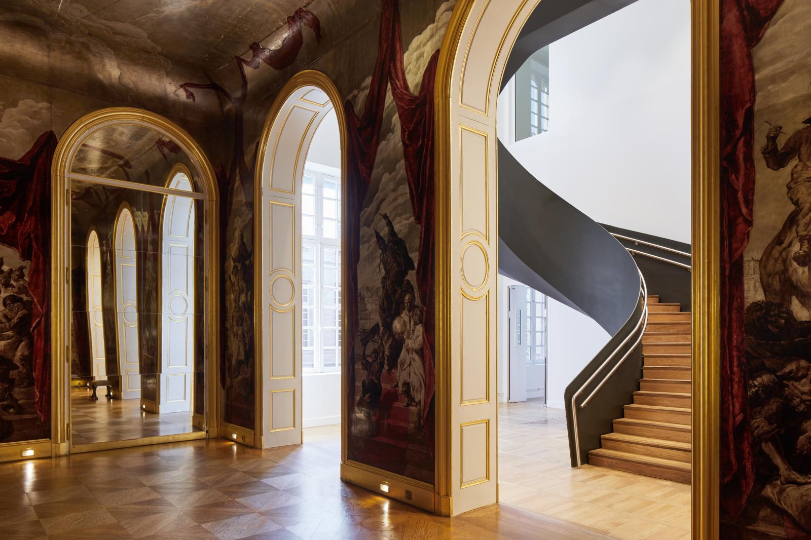 Le salle de bal Wendel et l'escalier monumental. Musée Carnavalet - Histoire de Paris© Antoine Mercusot