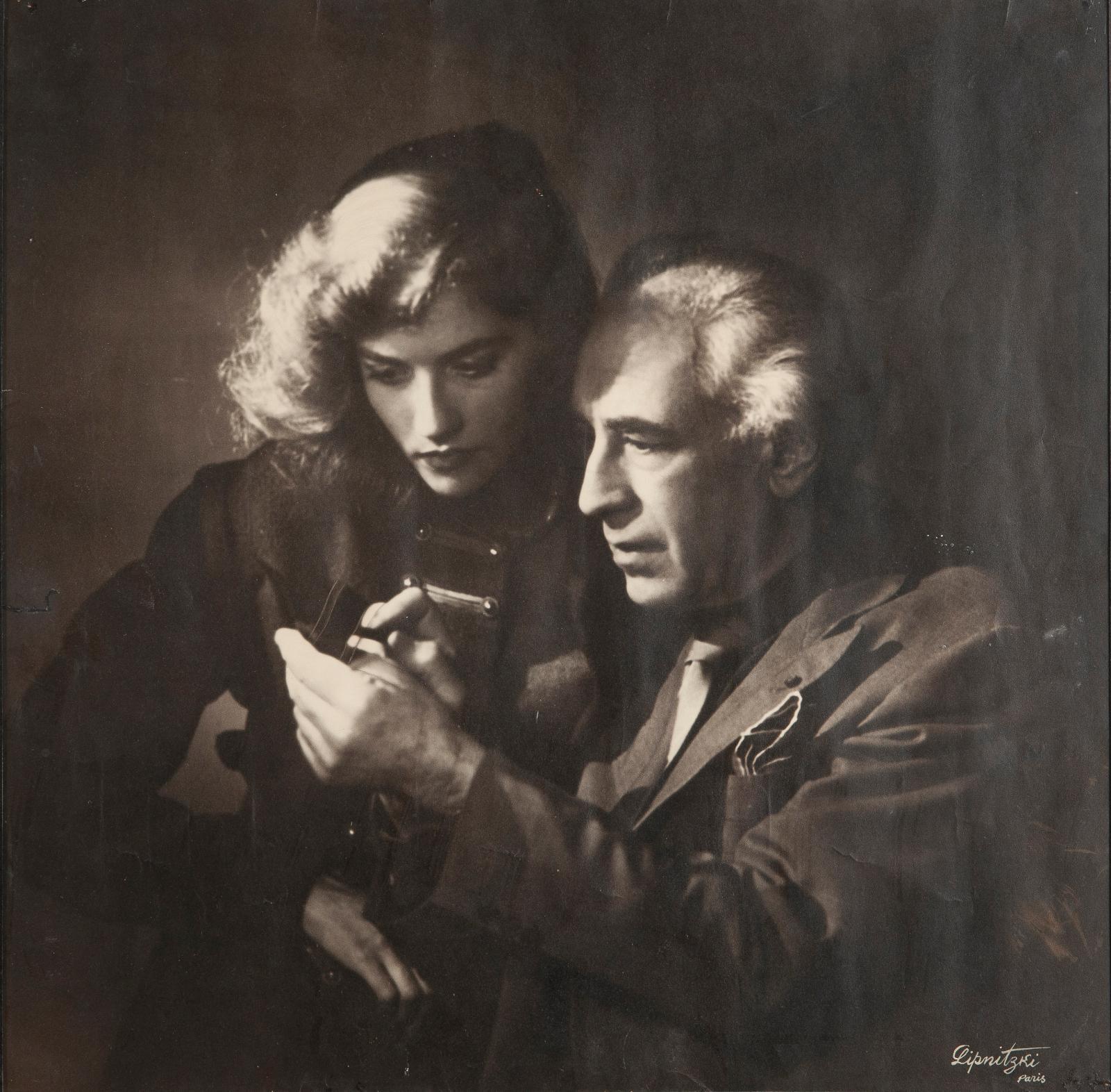 Boris Lipnitzki (1887-1971), Abel Gance et Nelly Kaplan, agence Roger-Viollet, photographie. Estimation: 150/200€