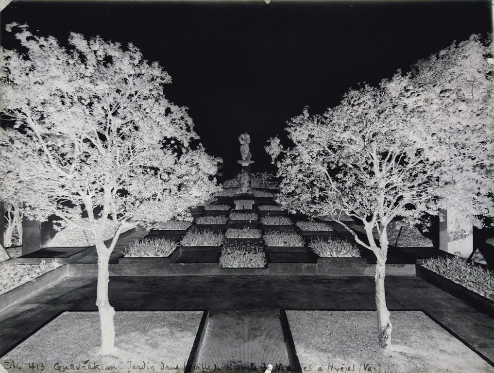 Thérèse Bonney (1894-1978), Le Jardin cubiste de Gabriel Guevrekianpour la villa des Noailles à Hyères, 1928. © MAD Paris / Christophe De