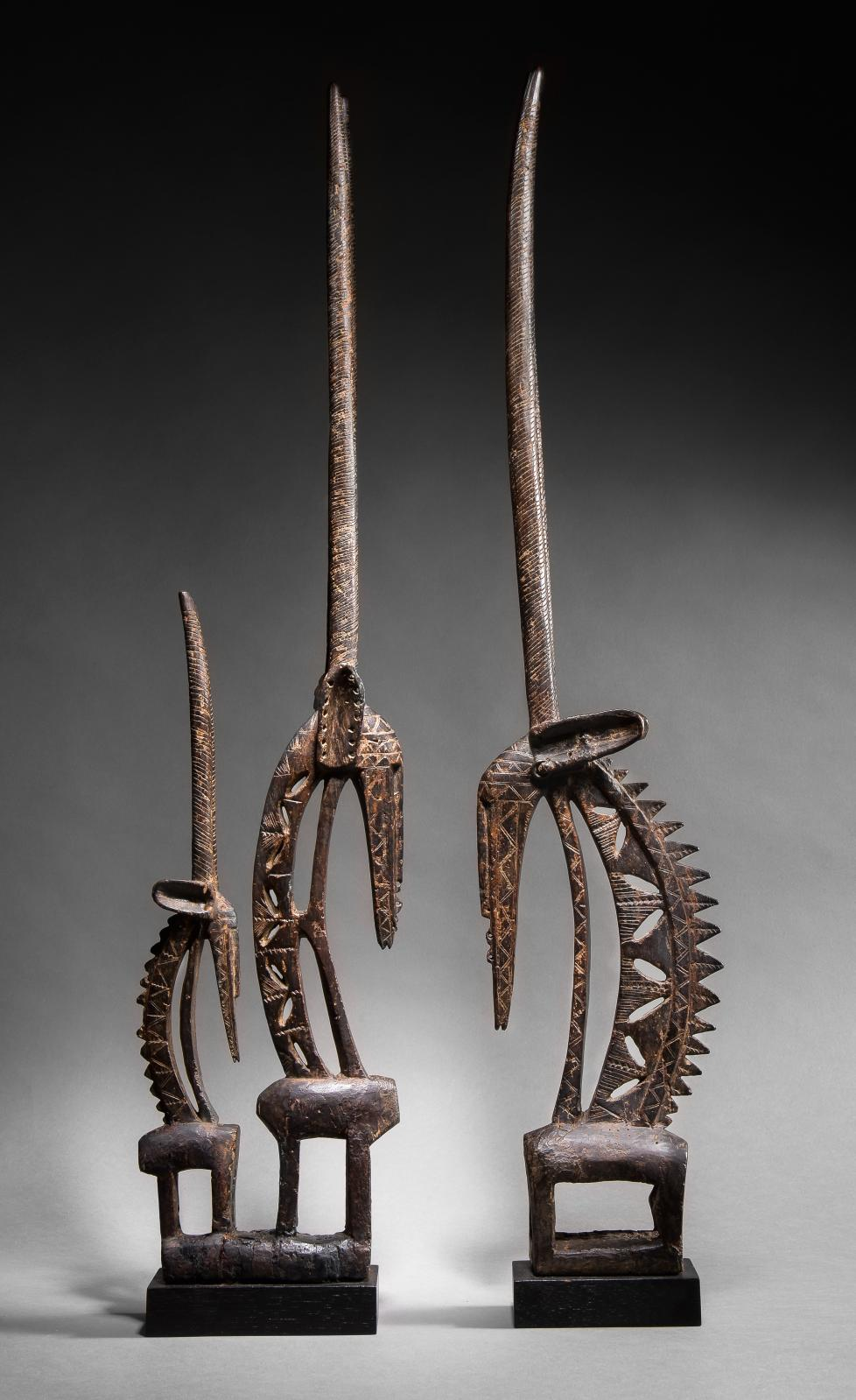 Bamana, Mali. Couple d'antilopes tji wara, bois à patine brun foncé-noir et fer, h.90 et 91cm. Adjugé: 198968€