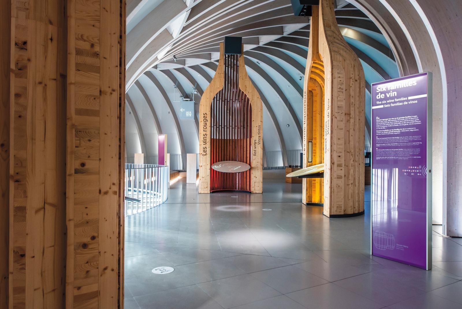 Espace consacré aux six familles de vin.© anaka - cité du vin - xtu architects