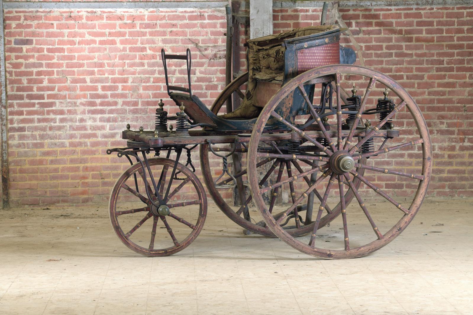 Voiture à trois roues dite «trirote», vers 1800, construite à Pavie (Italie) par Antonio Bottigella, 171x230x160cm. Estimation: 300