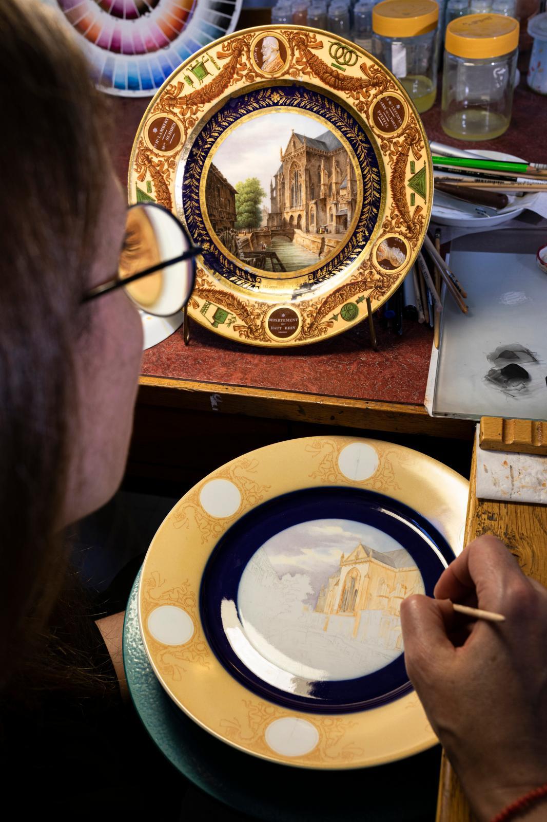 Painting workshop© Sophie Zénon / Sèvres - Manufacture et Musée nationaux