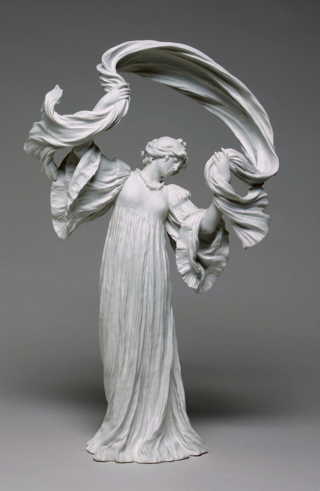 Agathon Léonard (1841-1923), Manufacture de Sèvres, Surtout du jeu de l'écharpe : danseuse n°12.© Gérard Jonca / Sèvres - Manufacture et M