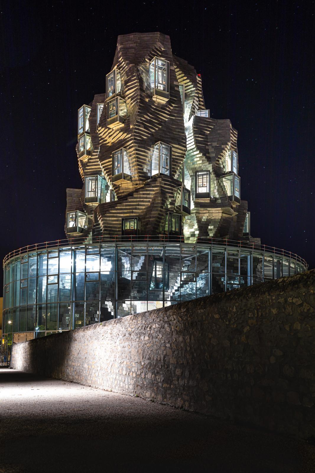 La tour de Frank Gehry, côté boulevard Victor-Hugo. ©Adrian Deweerdt