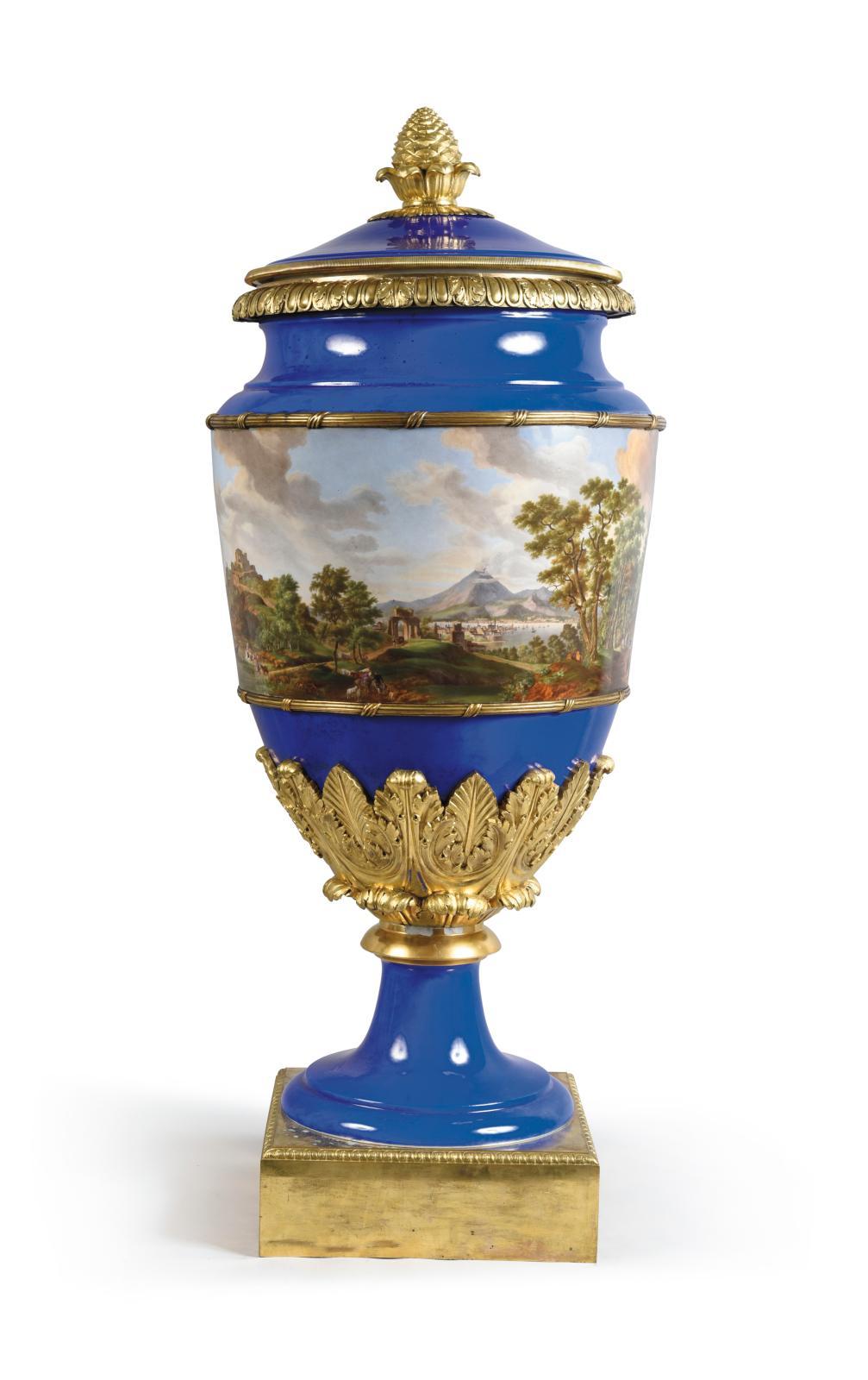 La Campanie est bien belle vue de la Russie! L'artiste qui a peint ce grand vase(h. 110cm) en porcelaine de Saint-Pétersbourg a reprodui
