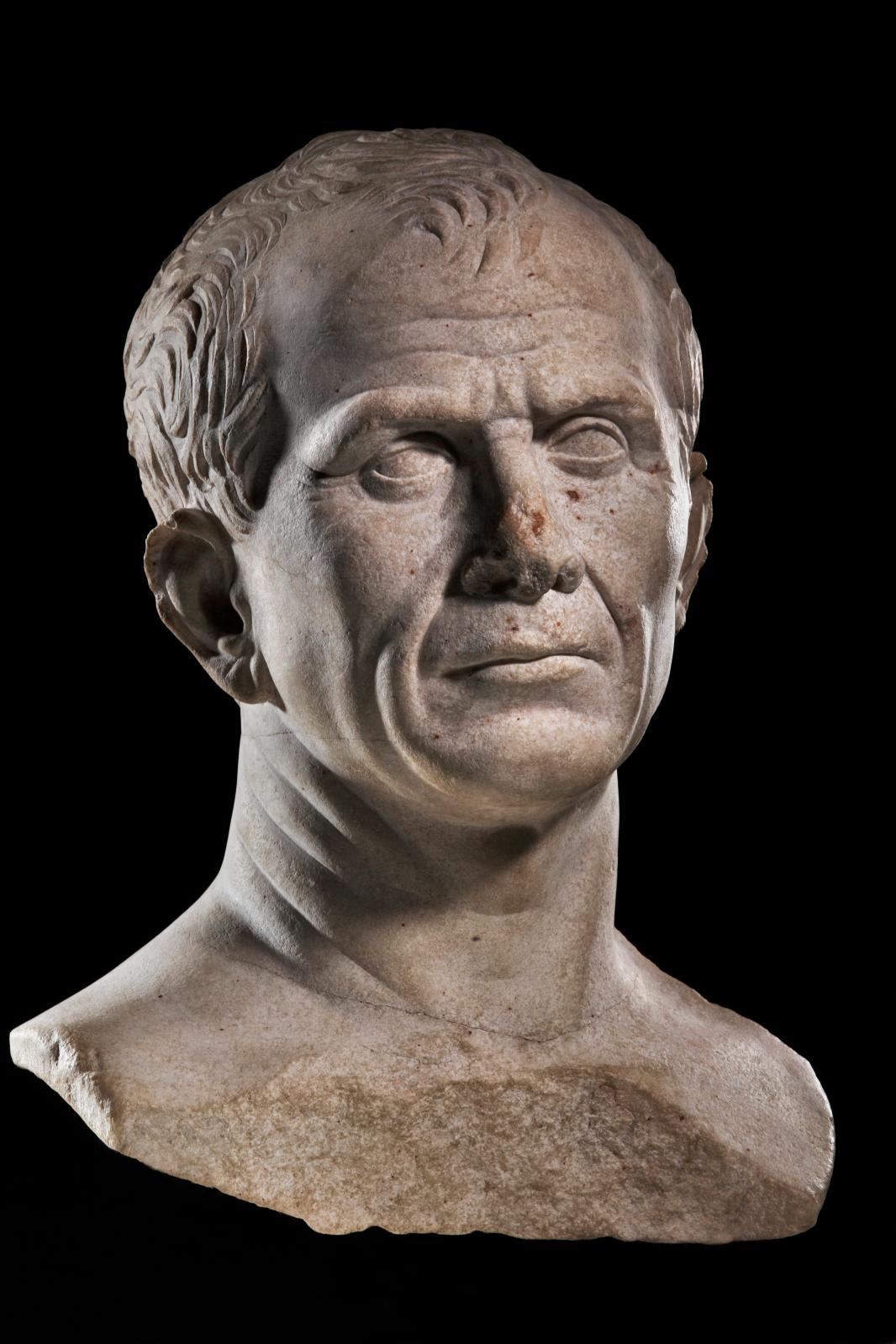 Presumed portrait of Julius Caesar, photo by Rémi Benali, Muse?e de?partemental Arles antique Arles Rho?ne 3, CD 13