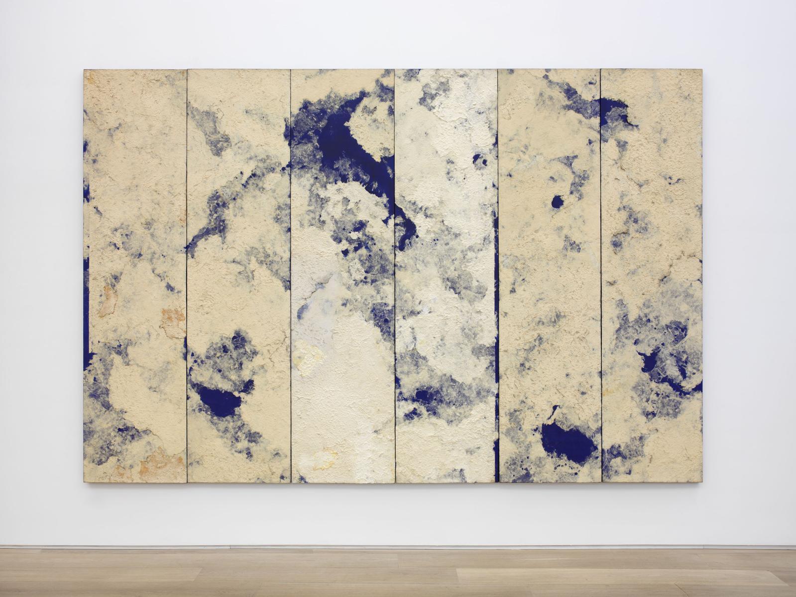 Chung Chang-Sup(1927-2011), Sans titre, 1992, papier coréen sur toile, 260x390cm.©Photo Guillaume Ziccarelli Courtesy de l'artiste et