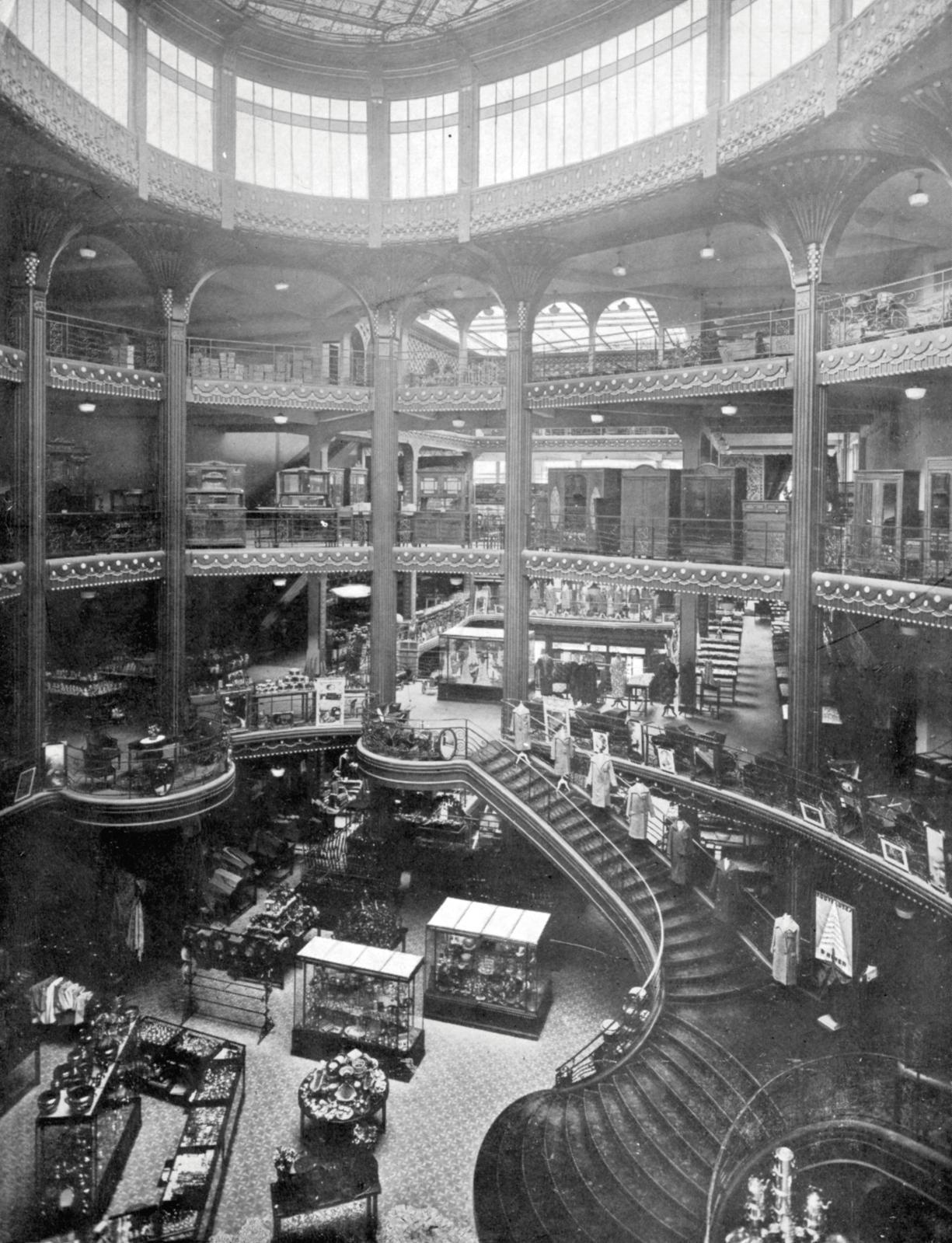 View of the oval atrium and main staircase between 1927 and 1934. Fonds Bétons Armés Hennebique. CNAM/SIAF/Cité de l'architecture et du pa