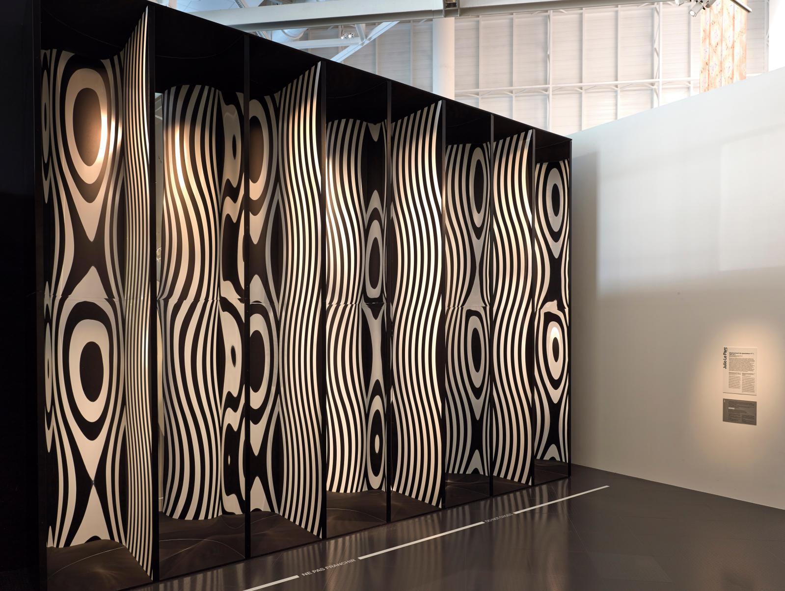 Julio LeParc, Déplacement du spectateur no1, 1965/2013, Centre Pompidou, musée national d'Art moderne, Paris.©Julio LeParc ©Centre Po
