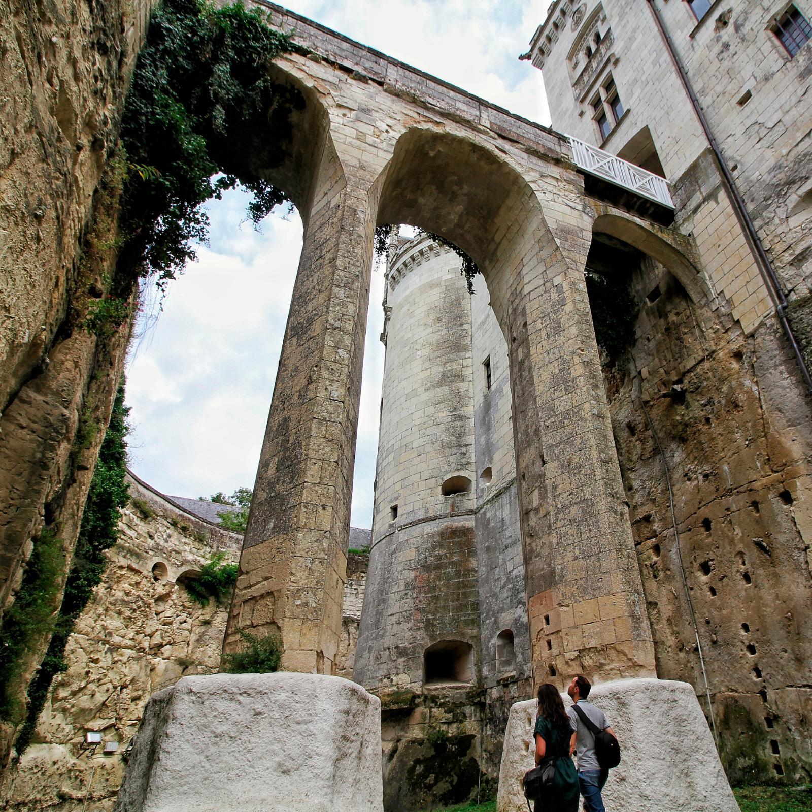 Le pont-levis depuis les douves. © Château de Brézé