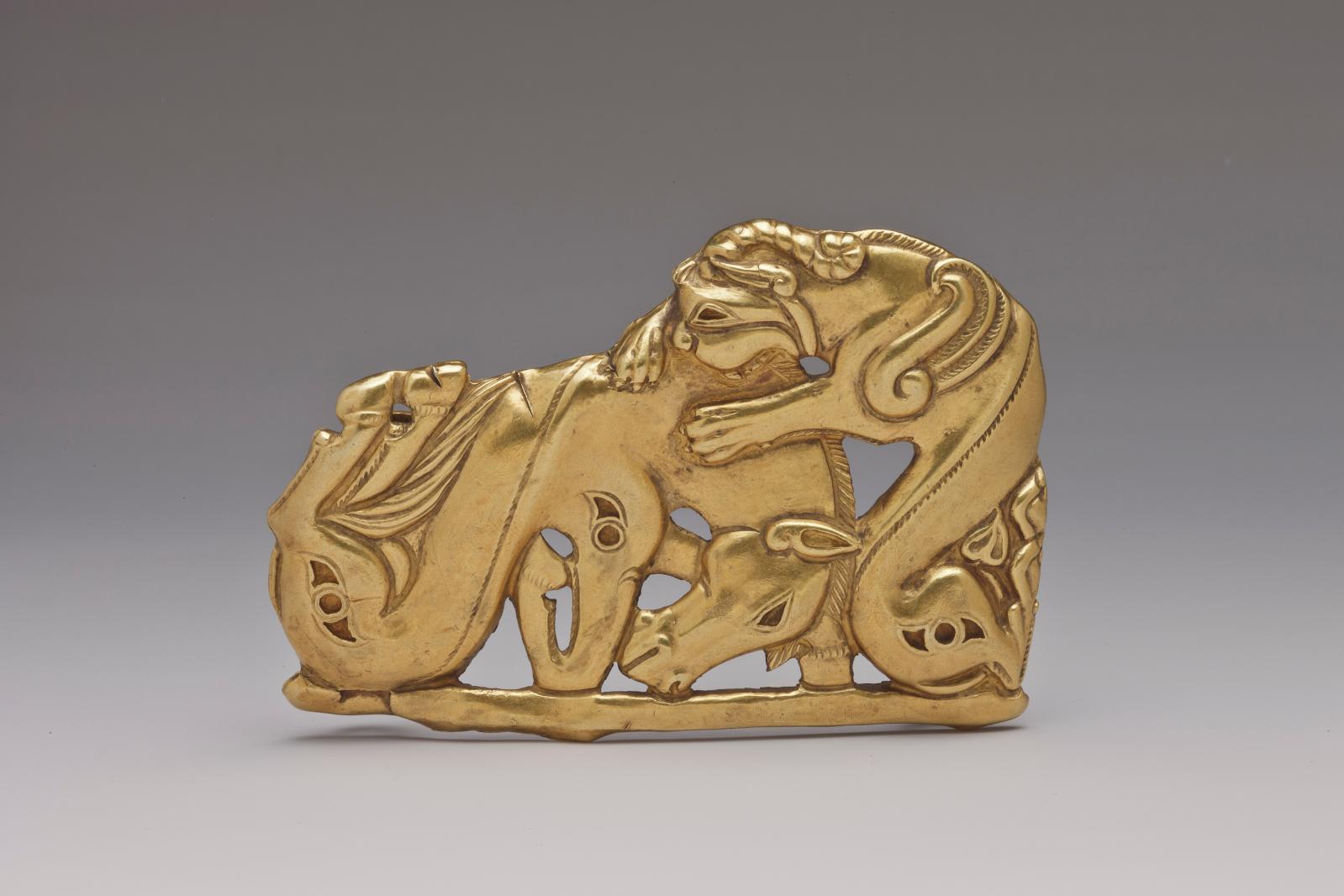 Boucle de ceinture, Ve-IVe siècle av. J.-C., or, peuples sakas, musée d'État de l'Ermitage, Saint-Pétersbourg. C'est après la découverte d