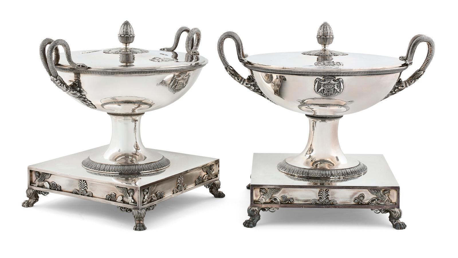 Jean-Baptiste-Claude Odiot (1763-1850), paire de soupières (reproduites) et paire de coupes à entremets couvertes en argent, les côtés app