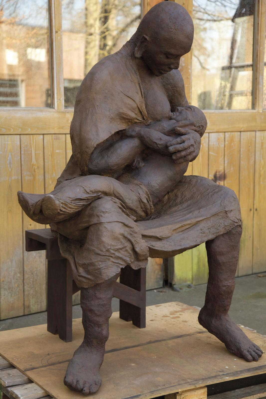 Ousmane Sow (1935-2016), La Mère et l'Enfant (série «Masaï»), épreuve originale en bronze patiné, 2/8, 140x89x82cm, poids 330kg env.
