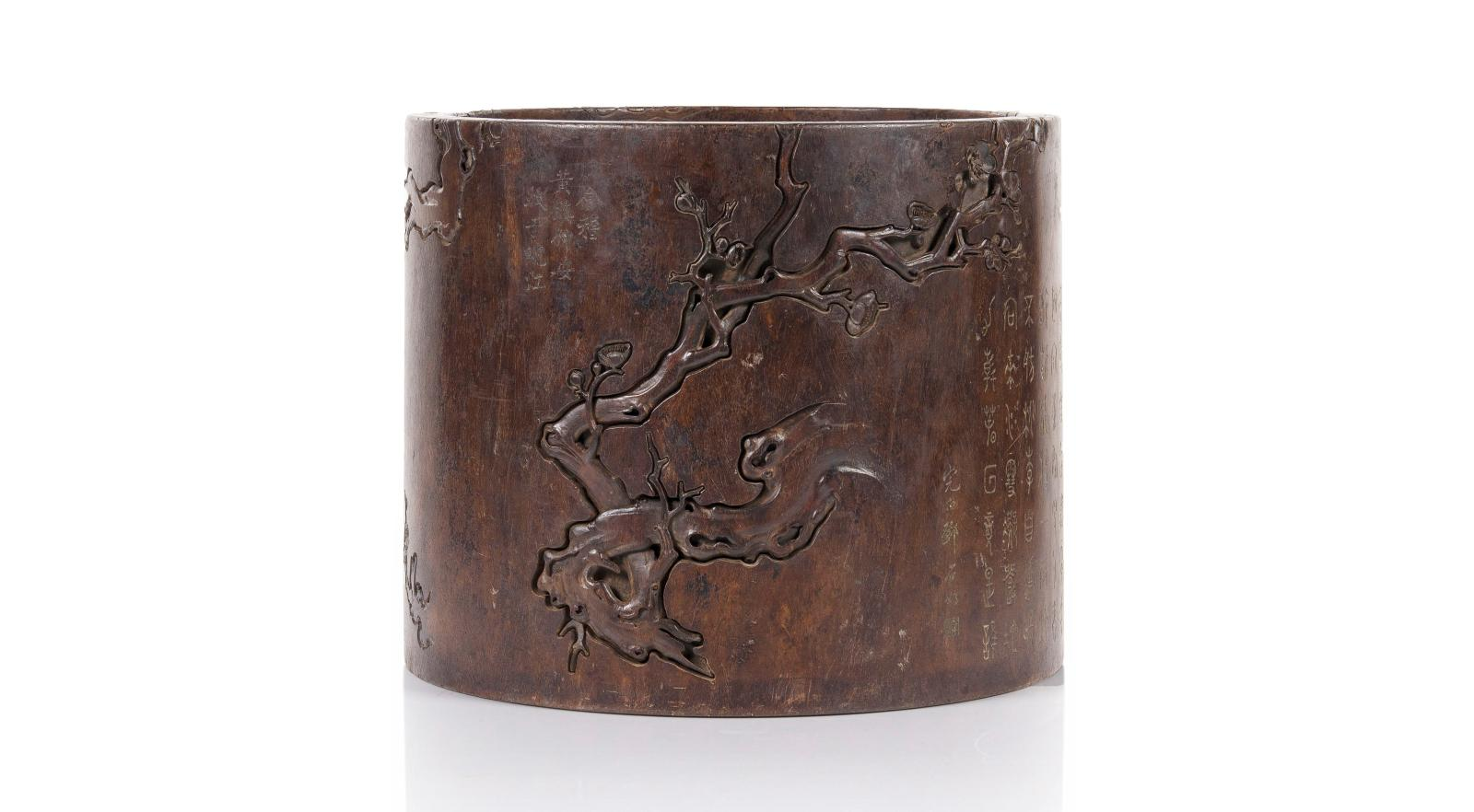 €429,000 China, 19th century, wooden brush-holder with carved low-relief decoration of flowering cherry branches and poems, h. 25.5, diam. 30.5 cm.Par