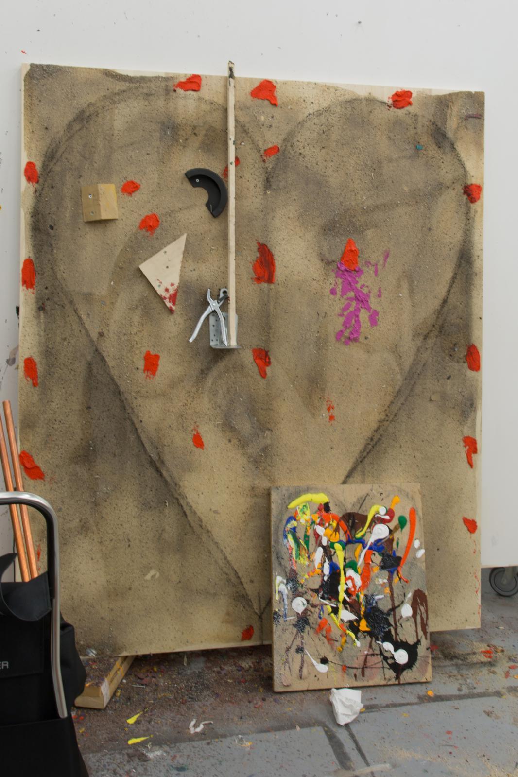 Vue de l'atelier avec l'un des cœurs de Jim Dine.