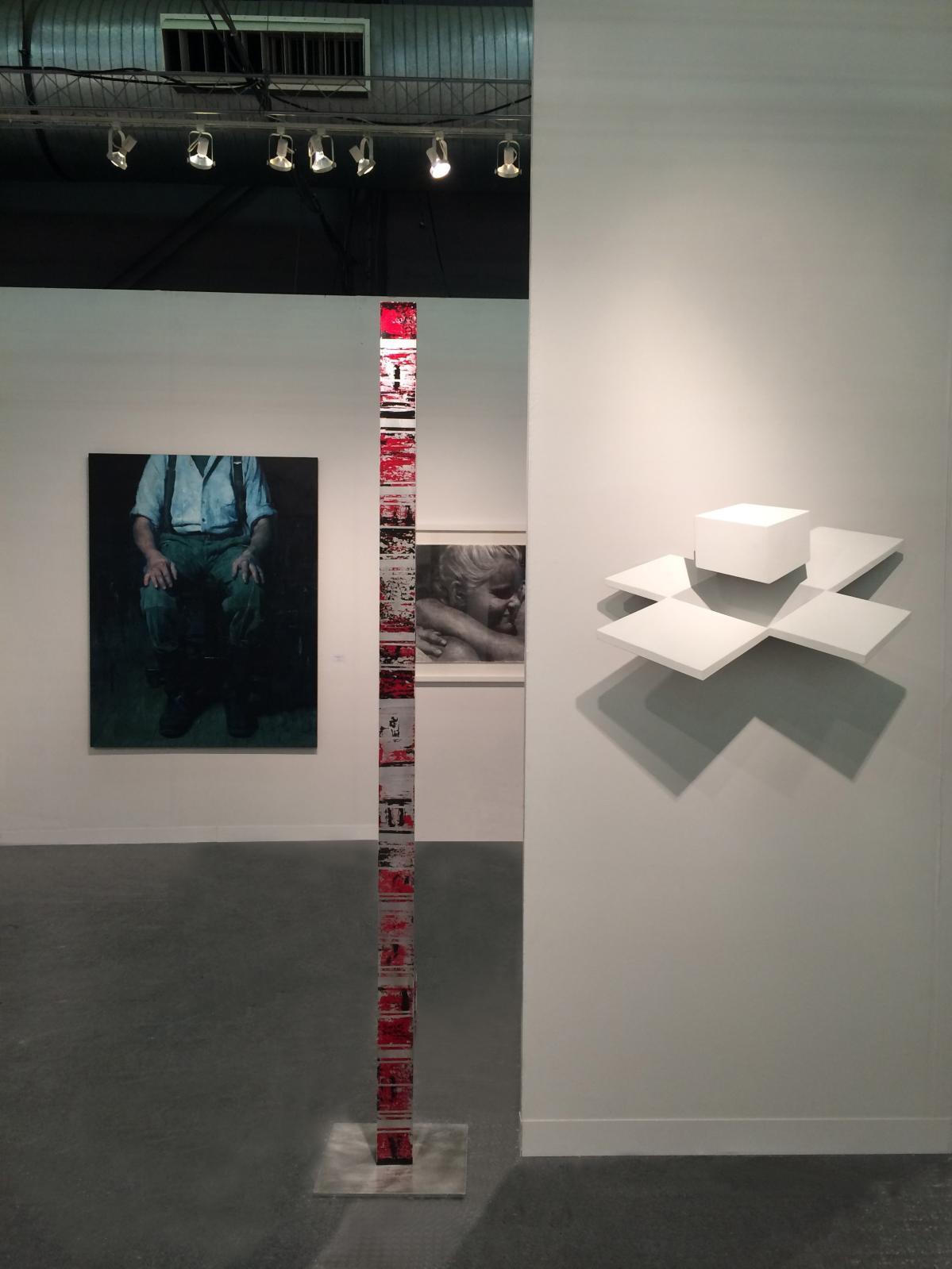 Vue du stand de la galerie Waltman Ortega Fine Art lors de la foire Art New York en 2017, avec François Bard, Jorge Enrique, Stevens Dossou-Yovo.