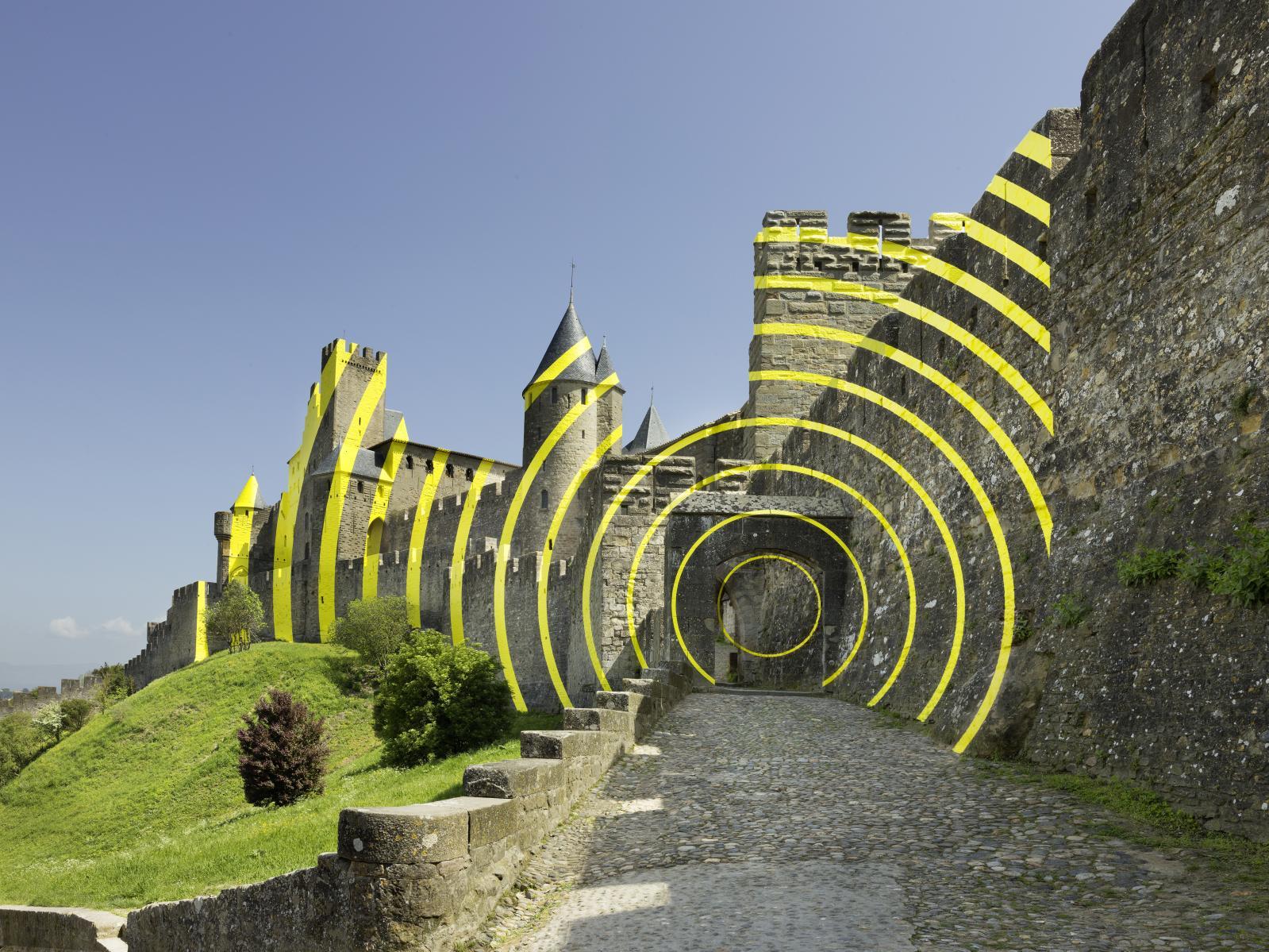 Felice Varini, Cercles concentriques excentriques, Carcassonne 2018, 7eédition de In Situ Patrimoine et art contemporain au château et remparts de la