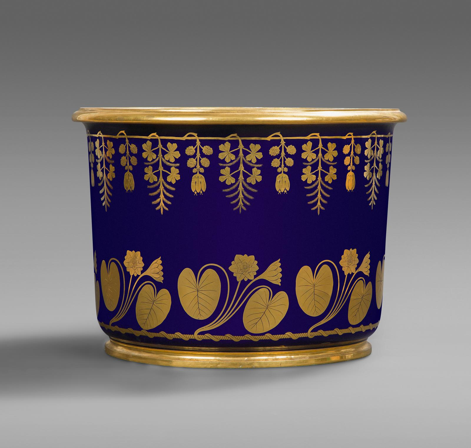 Sèvres, year XIII (November 1804-November 1805), large cylindrical foot basin, hard-paste porcelain with gold decoration on blue background, h. 35.5 c